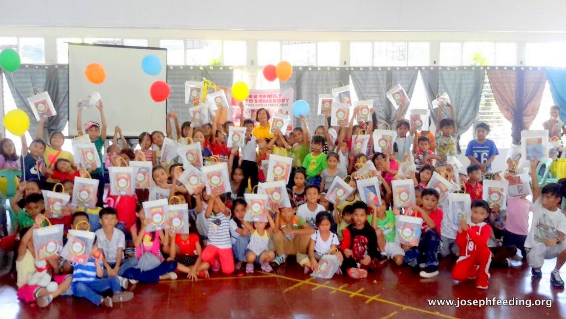 Christmas Campaign: Aroma, Tondo Gift-Giving
